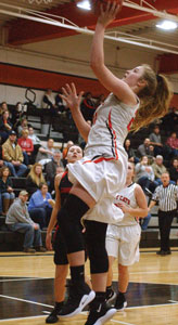 Lady Cats fall to Pirates